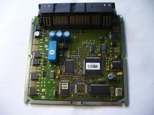 Nos véhicules embarquent de nombreux composants directement hérités de l'informatique, comme ici un calculateur de Mercedes C220