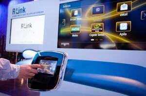 Le Renault R-Link est une tablette intelligente, sous Android, qui accompagne le conducteur et les passagers
