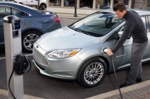 Avec les batteries lithium-air, la voiture électrique se concrétise et des bornes de recharge fleurissent dans nos villes