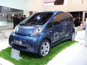 Encore à l'état de projet, l'Ion de Peugeot est l'un des premiers véhicules électriques de la marque au lion