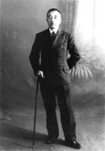 Le colonel Norihiro Yasue, au moment du Plan Fugu. Il se fait capturer par l'Armée Rouge lors de l'invasion de l'URSS en Mandchourie et décède cinq ans plus tard dans un camp de travail, à Khabarovsk. Michael Kogan participe à la tenue de ses funérailles, en 1954