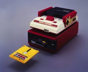 La version sur Famicom Disk System présente des caractéristiques audio différentes de celle sur cartouche