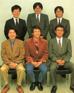 L'équipe en 1992 - En haut : Takao Shimizu (Producteur de Kirby's Adventure, The Legend of Zelda: A Link To The Past...), Satoru Iwata, Shigeru Miyamoto - En bas : Takashi Saitou (character designer), Masahiro Sakurai, Hiroaki Suga (programmeur de Kirby's Adventure, Adventures of Lolo…)