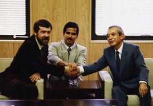 Alexey Pajitnov, créateur de Tetris, Henk Rogers, fondateur de BPS et Hiroshi Yamauchi, vers 1989 (de gauche à droite)