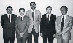 Le partenariat de Rare avec Nintendo, Joel Hochberg et Chris Stamper à gauche, Howard Lincoln et Minoru Arakawa à droite